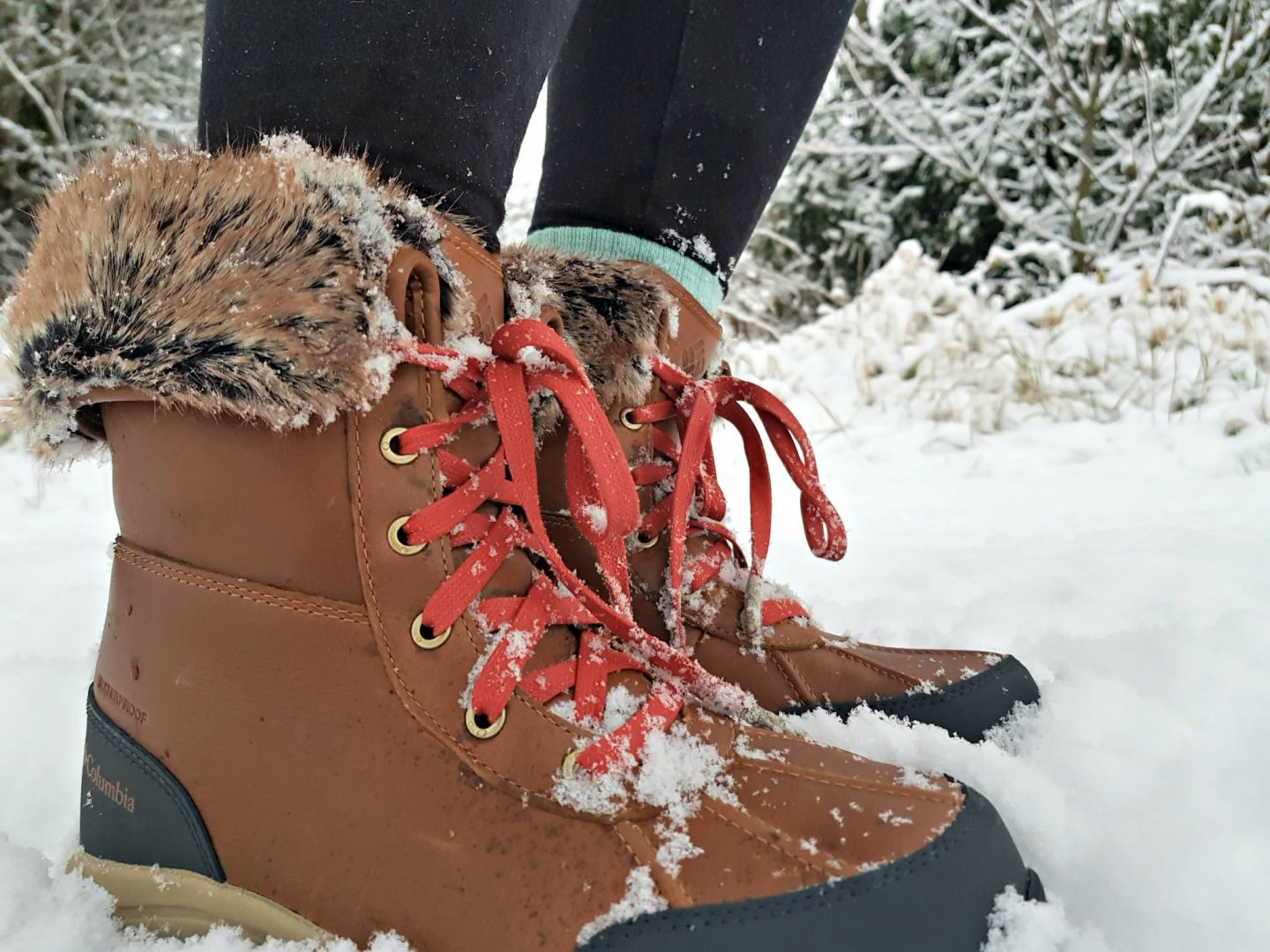 2009ef39bc I have always struggled to try to find a decent pair of snow boots, ones  that ideally I can wear around a ski resort. I find the idea of slipping  over more ...